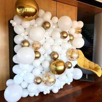 """Стена из шариков """"Бело-золотая"""""""