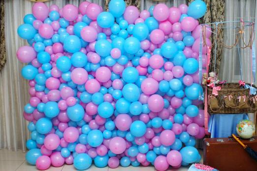 Стена из шаров Сиренево-голубая
